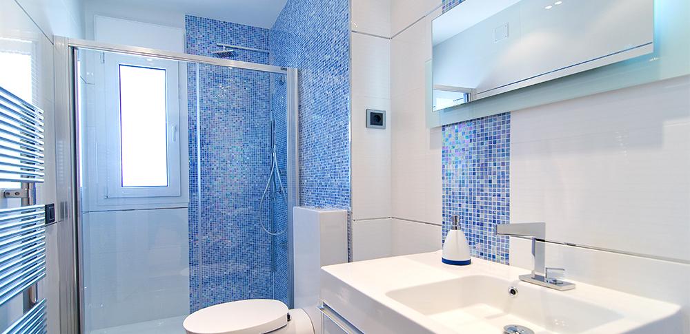 Ventajas de cambiar la ba era por un plato de ducha acicalia - Cambiar la banera por ducha ...